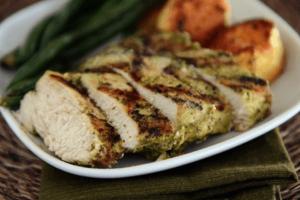 Grilovana piletina u pesto marinadi - Recepti & Kuvar online